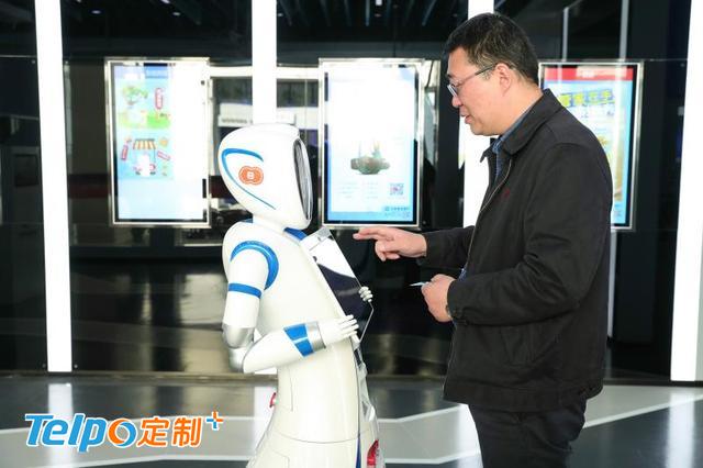 用户可以在智能机器人上办理业务.jpg
