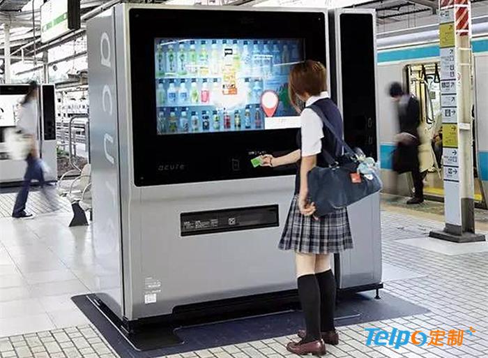 日本地铁站里的智能售货机.jpg