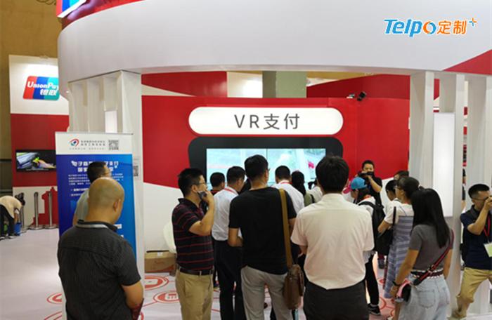 中国银联的VR支付体验平台吸引游人关注.jpg