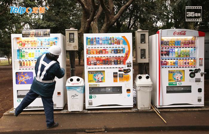 日本自动售货机普及率极高.jpg