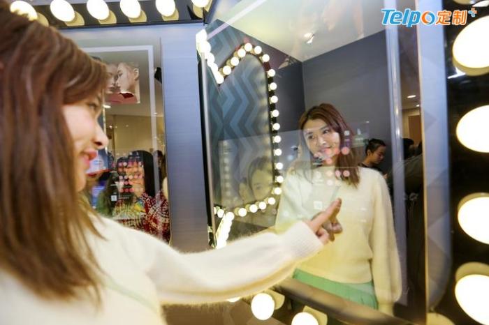 天猫智能化妆间打造新零售购物体验.jpg