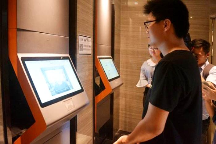 入住酒店使用人脸识别设备进行身份核验和登记.png