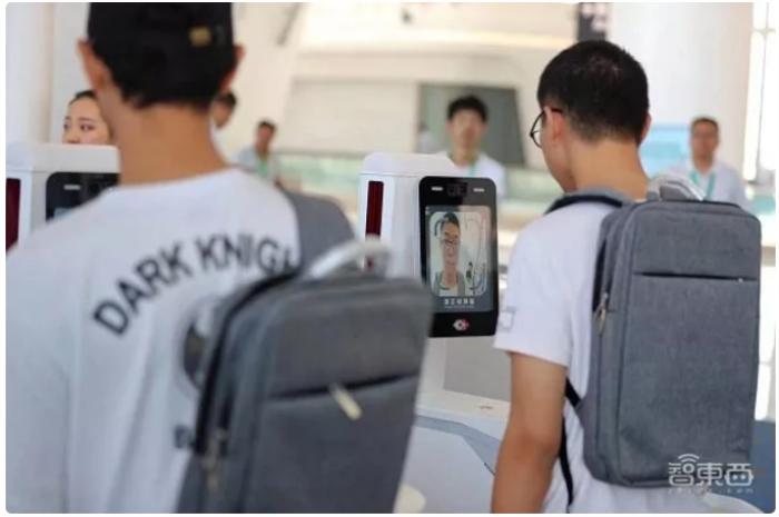 机场使用人脸识别进行刷脸进站.png
