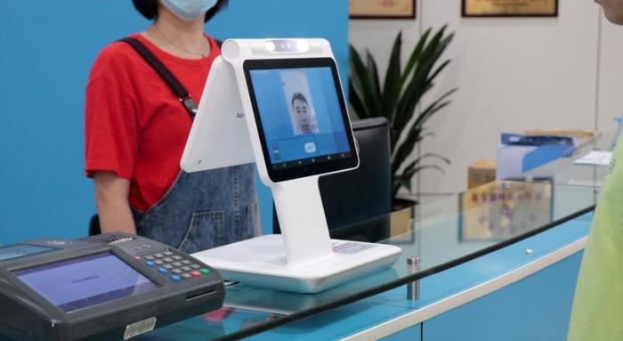 人脸识别访客机人脸核验终端D2进行人脸识别.png